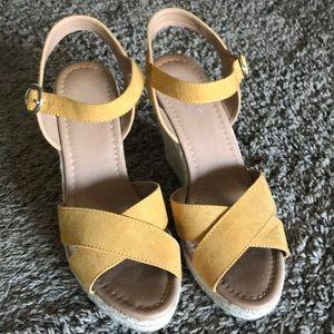 Never worn Womens 8.5 mustard wedge/espadrilles
